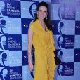Lisandra Souto escolhe vestido longo amarelo para o Prêmio de Música Brasileira