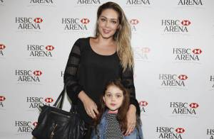 Tânia Mara leva a filha, Maysa Monjadim, ao show Violetta Live no Rio de Janeiro