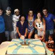 Sabrina Sato reuniu a familia na quadra da escola de samba Vila Isabel para comemorar seu aniversário