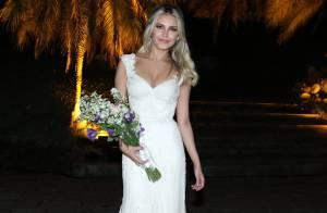 Louise D'Tuani usou vestido de noiva tingido em chá e com mais de 5 mil cristais