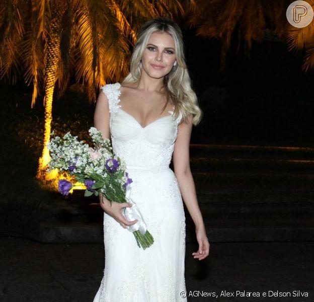 Louise D'Tuani não quis vestido branco em casamento com Eduardo Sterblitch: 'Tingido no chá'
