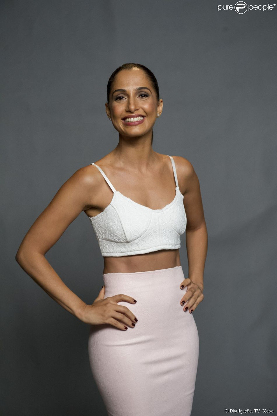 Camila Pitanga teve fotos suas sem roupa publicadas pela revista sem autorização