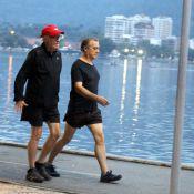 Fora de 'Verdades Secretas' por motivos de saúde, Ney Latorraca caminha na Lagoa