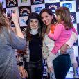 De colar cervical, Larissa Manoela lança filme 'Carrossel' com Maisa Silva, neste sábado, 4 de julho de 2015