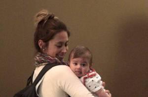 Dani Monteiro leva o filho Bento, de quase três meses, para passeio por shopping