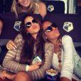 Bruna Marquezine e Rafaella Beckran vão ao cinema com amigas