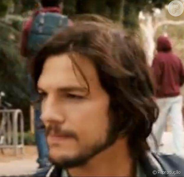 Ashton Kutcher aparece no primeiro trailer de 'jOBS', no qual é protagonista
