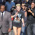 Miley Cyrus chega ao 'The Jimmy Kimmel Show', em Los Angeles, na Califórnia