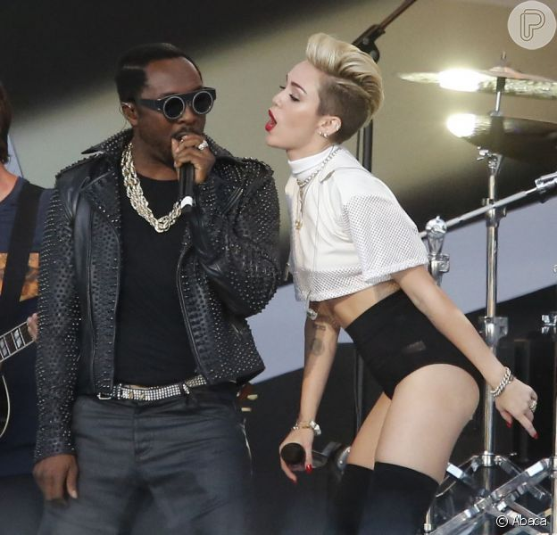 Miley Cyrus se apresenta com Will.I.Am no 'The Jimmy Kimmel Show', em Los Angeles, na Califórnia, em 25 de junho de 2013