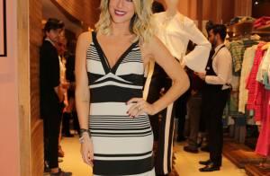 Giovanna Ewbank aposta em vestido longo listrado para ir a evento de moda em BH