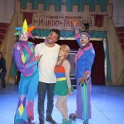Rodrigo Lombardi, de 'Verdades Secretas', leva mulher e filho ao circo: 'Amo!'