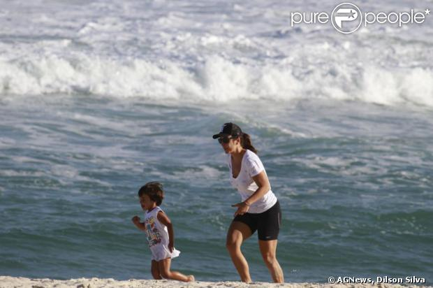 Ivete Sangalo levou o filho, Marcelo, de três anos, para a praia da Barra da Tijuca, nesta quinta-feira, 4 de julho de 2013