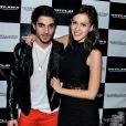 Fiuk e sua namorada, Sophia Abrahão, posam juntos no show de Buchecha, em São Paulo