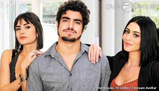 Patrícia (Maria Casadevall) descobre que Michel (Caio Castro) é casado com Silvia (Carol Castro), em 'Amor à Vida', em 15 de julho de 2013