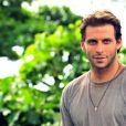 Cassiano (Henri Castelli) ajuda no salvamento de Samuel (Juca de Oliveira), em 'Flor do Caribe'