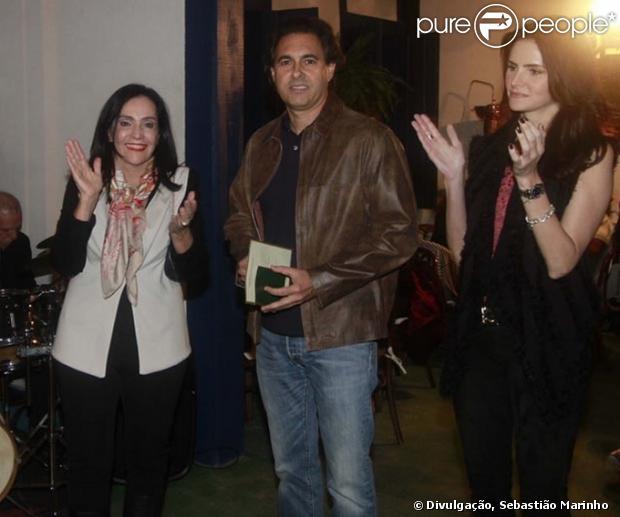 Lisandra Souto e Gustavo Fernandes marcaram presença em exposição, em Vassouras, Região Serrana do Rio. Na festa, ele foi apresentado como namorado da atriz