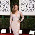 Para o 70th Globo de Ouro, Jennifer Lopez arrasou com um vestido de renda aplicada com muita transparência