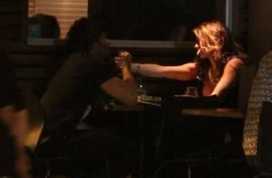Jesus Luz e Rita Guedes jantam em clima romântico e encontram Caetano Veloso