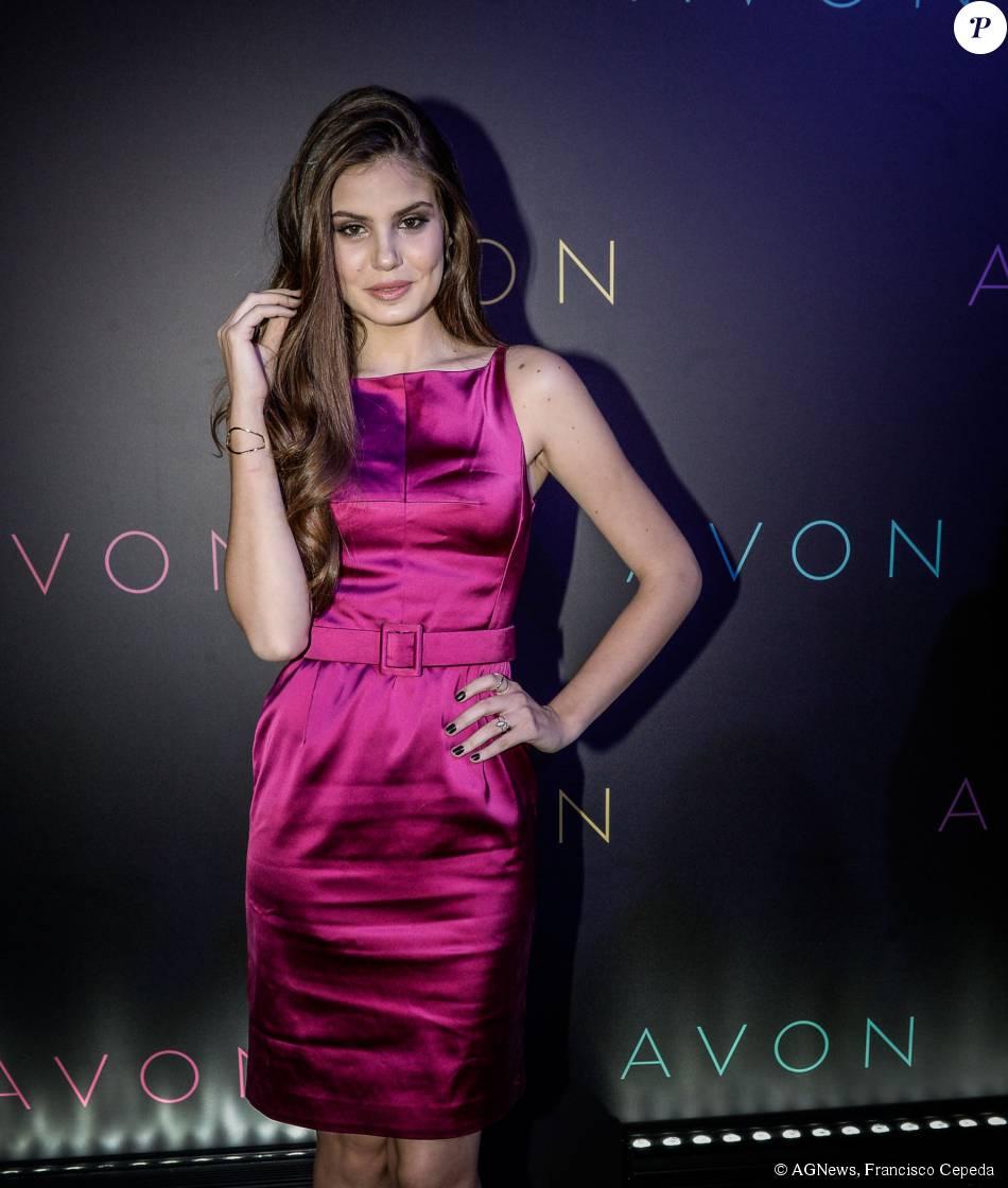 Camila Queiroz vai ao 20º Prêmio Avon de Maquiagem, em São Paulo, nesta terça-feira, 15 de setembro de 2015