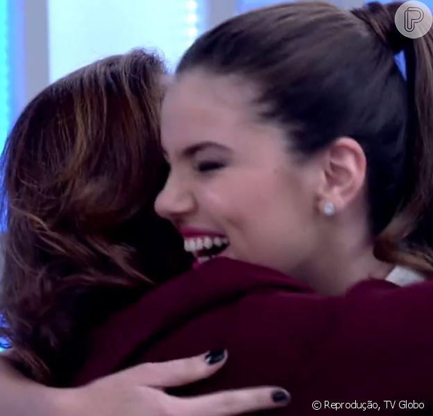 Camila Queiroz conheceu Elizabeth Savala durante o 'Encontro com Fátima Bernardes', nesta quarta-feira, 16 de setembro de 2015