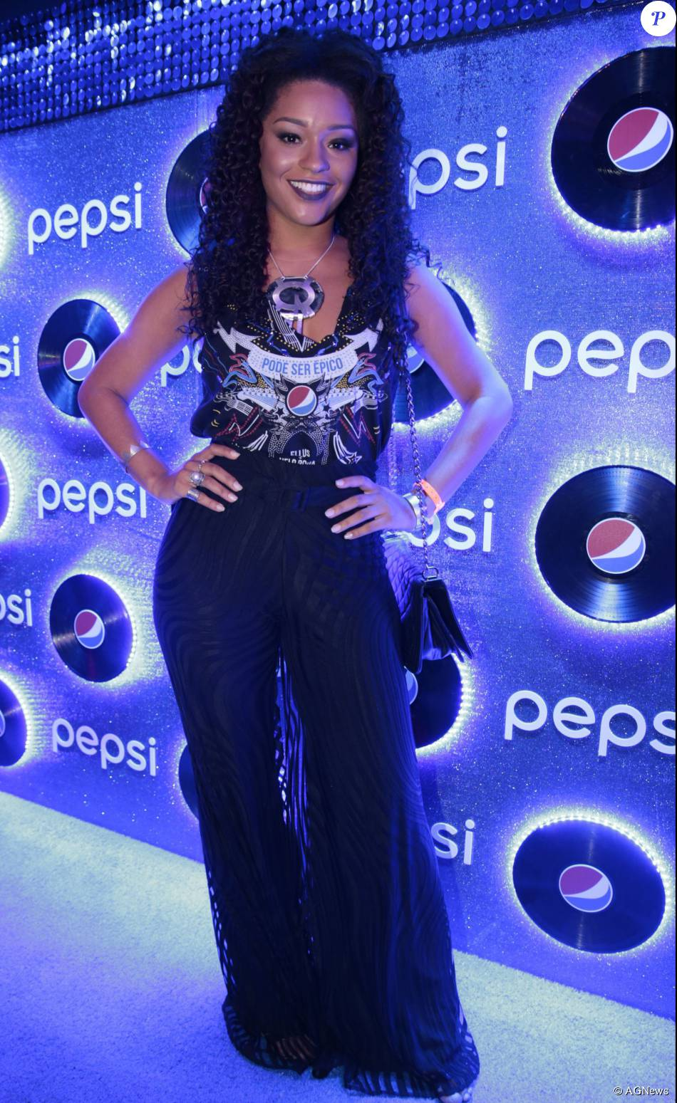 aa91eba364 Looks Rock in Rio: Juliana Alves foi uma das poucas que cobriu as pernas  para ir ao festival