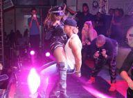 Ludmilla sensualiza em show vestida de policial e senta no colo de fã no palco