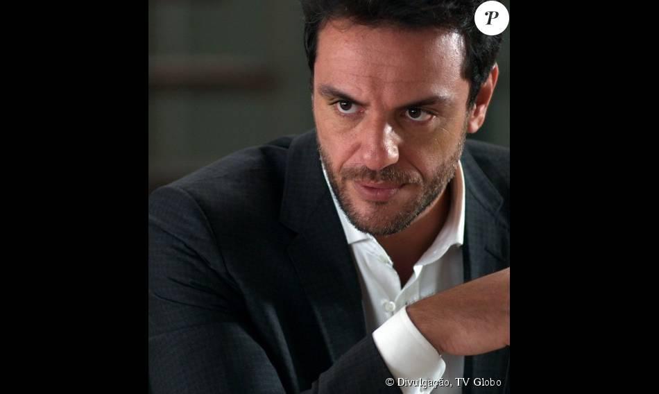 Alex (Rodrigo Lombardi) procura Rogério (Tarcísio Filho), para pedir que ele o deixe cuidar de Angel (Camila Queiroz), na última semana da novela 'Verdades Secretas', adianta a colunista de TV Patricia Kogut, nesta segunda-feira, 21 de setembro de 2015