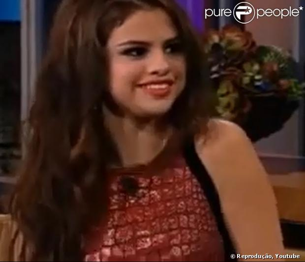 Selena Gomez revelou em entrevista ao Jay Leno que seu primeiro drink dos 21 anos - idade que é permitida a ingestão de bebidas alcoólicas nos Estados Unidos - foi uma dose de uísque Jack Daniels, na noite desta terça-feira, 24 de julho de 2013