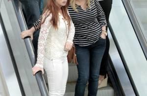 Marina Ruy Barbosa aposta em look rendado para passeio com a mãe no shopping