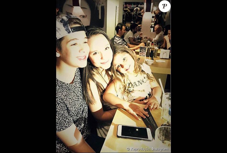Larissa Manoela foi apontada por fãs como namorada de João Guilherme, filho  de Leonardo. 8c9b8783bc