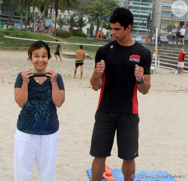 Claudia Rodrigues se exercitou na manhã desta segunda-feira, dia 22 de setembro de 2015, na praia do Leblon, Zona Sul do Rio de Janeiro