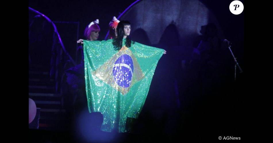 Katy Perry, que se apresenta no Rock in Rio novamente, costuma mudar bastante seu visual. Confira os looks da cantora, atração principal do festival neste domingo, 27 de setembro de 2015