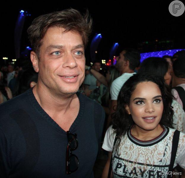 Fábio Assunção e Carol Macedo chamaram a atenção ao circularem juntos pelo Rock in Rio, no último final de semana