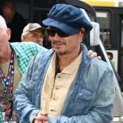 Johnny Depp é assediado por fãs após passagem de som do Rock in Rio
