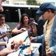 Johnny Depp é assediado por fãs após passagem de som do Rock in Rio, nesta quarta-feira, 23 de setembro de 2015