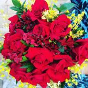 Grávida, filha de Leonardo ganha flores de Sandro Pedroso: 'A mulher mais feliz'