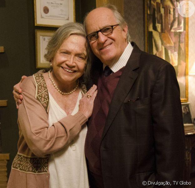 No ar em 'Amor à Vida', Nathalia Timberg interpreta a humilde e solitária Bernarda que está tentando preencher esse vazio com a amizade do médico Lutero (Ary Fontoura). A atriz completa 84 anos nesta segunda-feira, 5 de agosto de 2013
