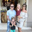Emerson Fittipaldi posa com a mulher, Rossana, e os filhos, Emmo e Victoria  na festa de 4 anos de Rafaella Justus