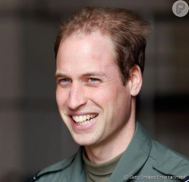 Príncipe William está retomando os trabalhos, duas semanas após o nascimento de George Alexander Louis, seu primeiro filho com Kate Middleton