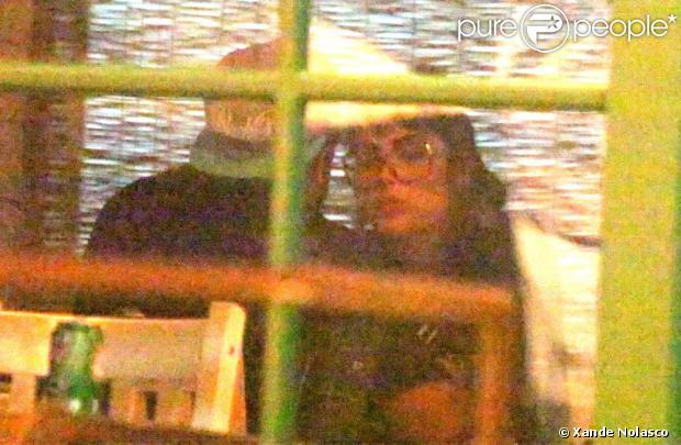 Após boatos de que estariam namorando, Caio Castro e Maria Casadevall, intérpretes de Michel e Patricia, são flagrados em jantar íntimo após gravação da novela 'Amor à Vida'