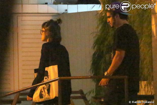 Caio Castro e Maria Casadevall deixam o restaurante japonês juntos