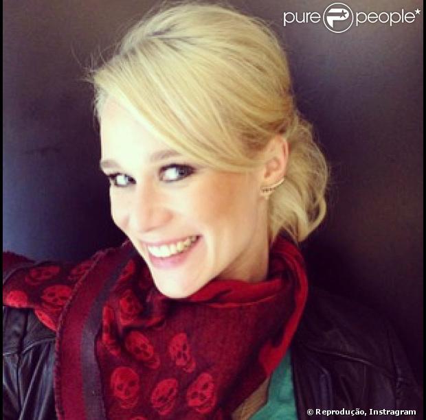 'Tem que ser ousada e ter desprendimento e disposição para cuidar muito', disse Mariana Ximenes sobre descolorir o cabelo