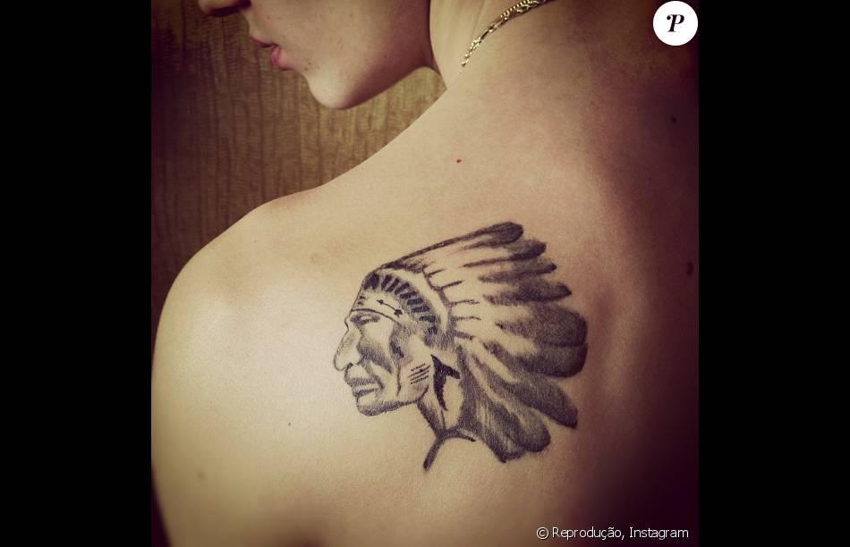 Um Indio Americano Foi O Desenho Escolhido Para Tatuar Nas Costas