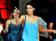 Bruna Marquezine escolhe look com modelo curto para passeio com Letícia Colin