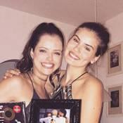 Camila Queiroz tira Agatha Moreira em amigo secreto e elogia a atriz: 'Parceira'