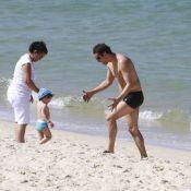 Marcello Antony curte praia ao lado dos filhos e da mulher, Carolina Villar