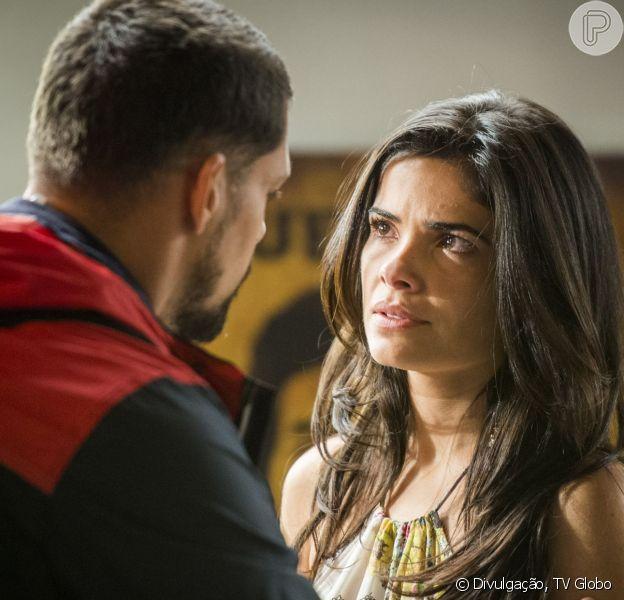 Juliano (Alexandre Nero) pede que Tóia (Vanessa Giácomo) reate o namoro e passe o Natal com ele, na novela 'A Regra do Jogo', em 25 de dezembro de 2015
