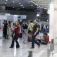 O celular de Paloma (Paolla Oliveira) toca justamente quando ela e Bruno (Malvino Salvador) estão à procura de Paulinha (Klara Castanho) no aeroporto, em 'Amor à Vida'