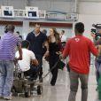 A equipe de 'Amor à Vida' grava a sequência em que Paloma (Paolla Oliveira) e Bruno (Malvino Salvador) tentam resgatar Paulinha (Klara Castanho) no aeroporto, em 'Amor à Vida'