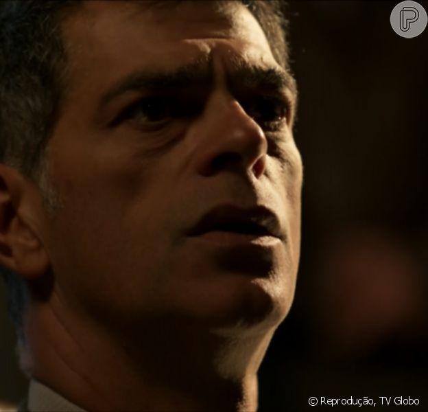 Orlando (Eduardo Moscovis) será expulso de casa por Gibson (José de Abreu), o Pai da facção em 'A Regra do Jogo'
